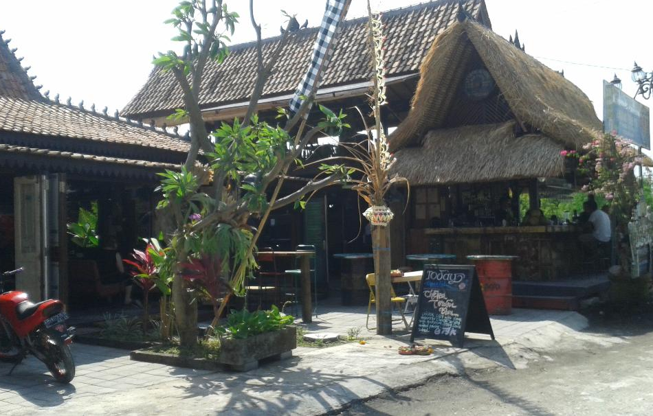 Monggo Bar & Restaurant